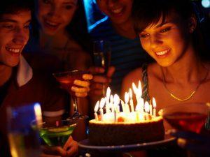 Lumière tamisée en soirée d'anniversaire Kodak Express