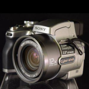 Appareil photo numérique Sony DSC H1 de face