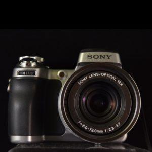 Appareil photo Sony Cyber Shot DSC H1 de face
